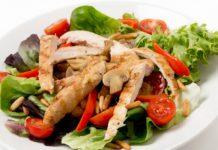 Salade met gebakken kipfilet