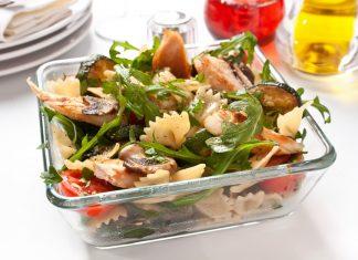 Pasta salade met kip en gegrilde courgette