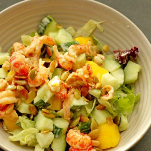 Salade met rivierkreeftjes en mango met vadouvan